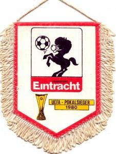 UEFA-Cup Sieger-Wimpel mit Schöppchen (Quele: www.eintracht-archiv.de)