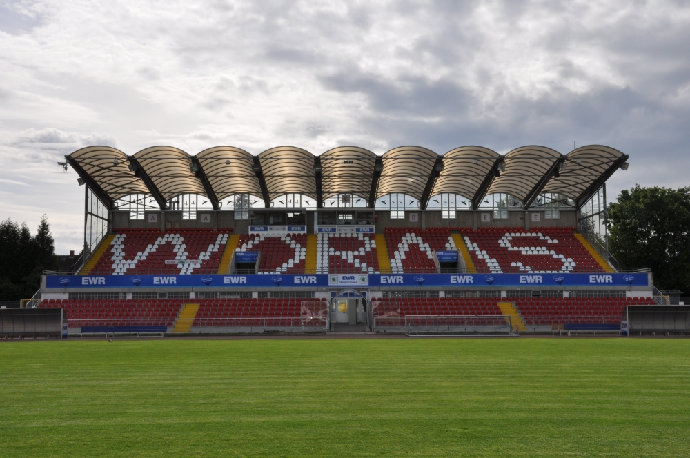 Wormatia-Stadion_Hauptribuene